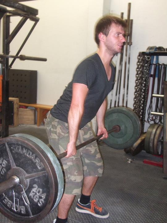 Tom Bourlet deadlifting