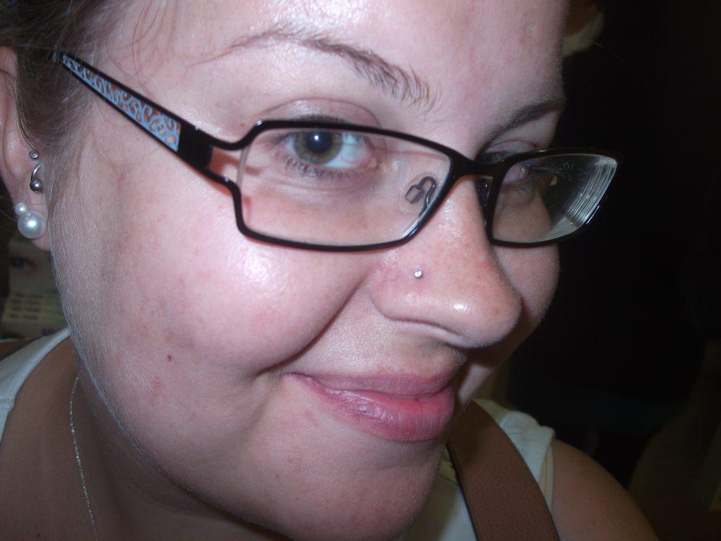 amanda nose piercing