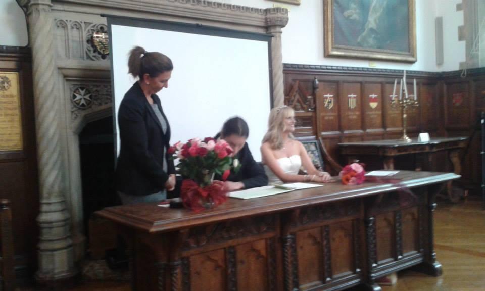 signing their wedding details